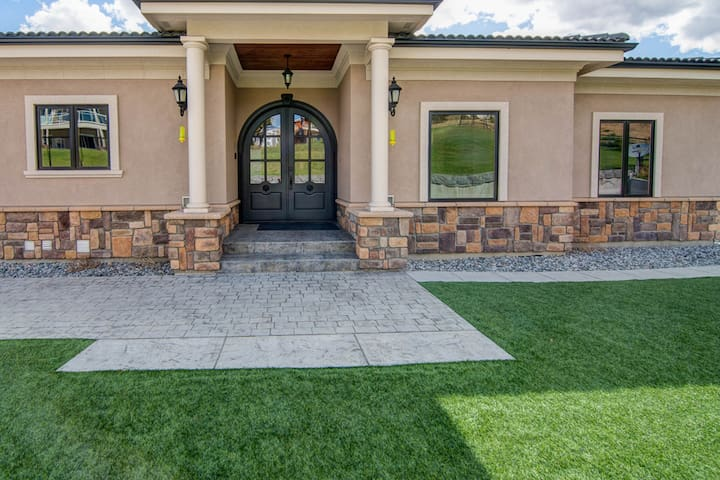 Private Pool, hot tub, & heated floors in this perfect Manson home!