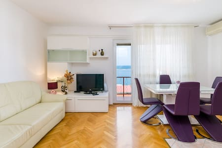Apartment Ankica L / 2+2 ***