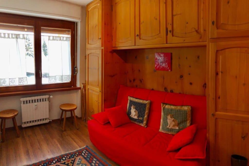 soggiorno e finestra