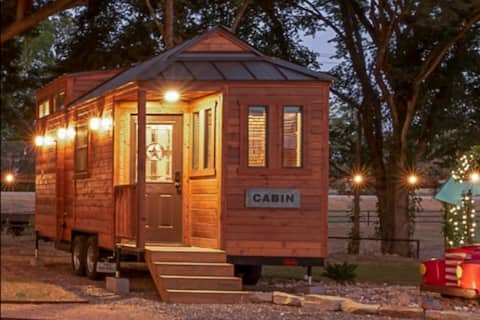 Beautiful Country-Themed Tiny House Cabin