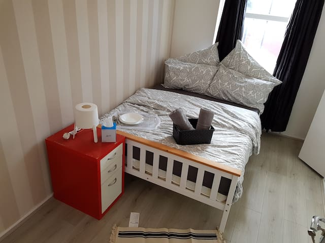 Fantastic Large  Room in Trendy Shoreditch (B)
