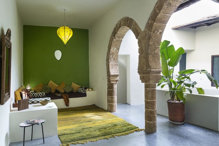 Arty riad: medieval & modern. Indigo Suite