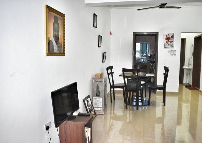 Cozy room with bath in Dzorwulu close to airport