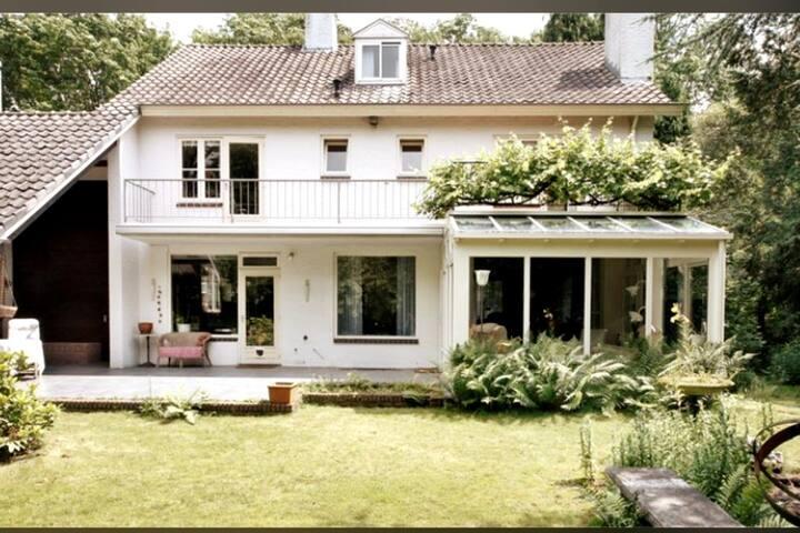 Villa | Jacuzzi | Parking | garden