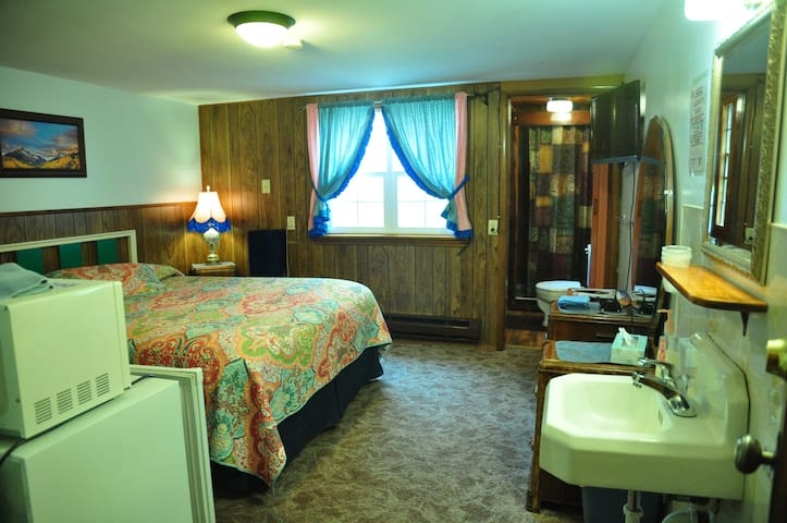 Pines Motel--Quaint & Cozy Sleeping Room #5
