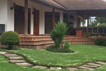 Beautiful Villa in Puembo! - Puembo - House