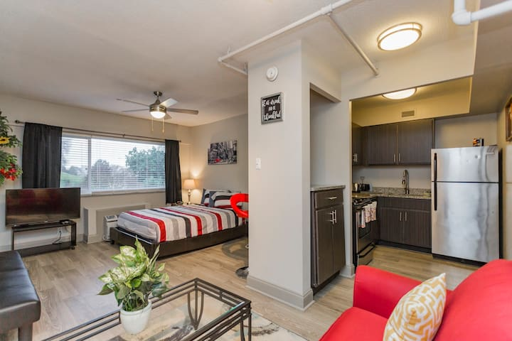 HOT DOWNTOWN RESIDENCE - WALK TO EVERYTHING!!!