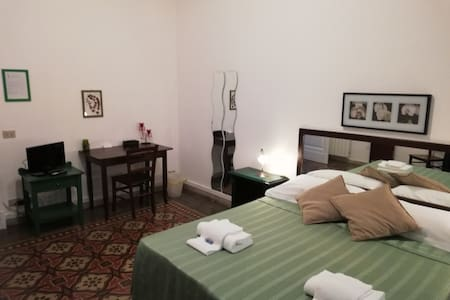 ROOM IN CATANIA CENTER