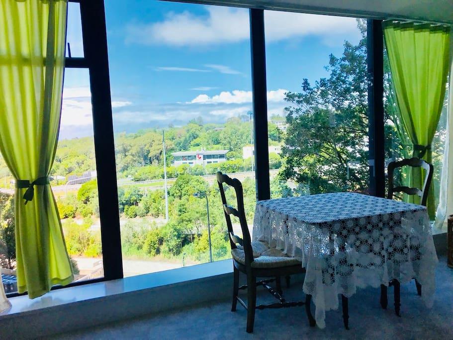 客厅一角,小茶桌