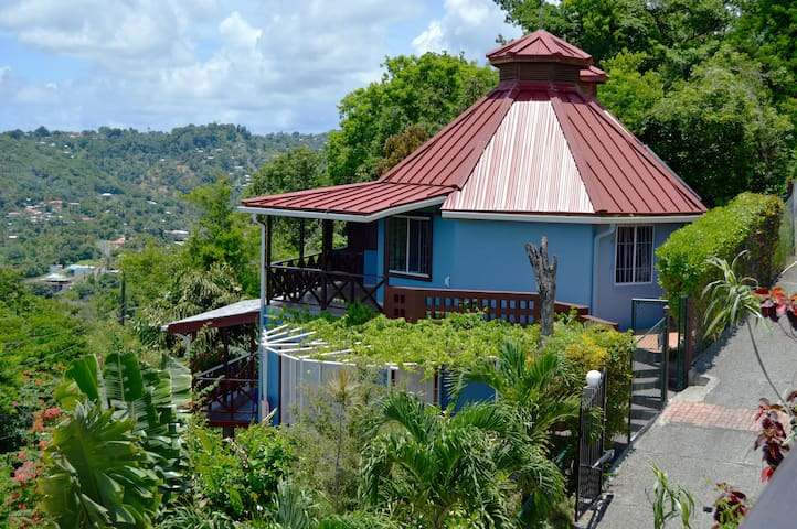 Lovely studio apartments located at the top of beautiful Marigot Bay, Saint Lucia.