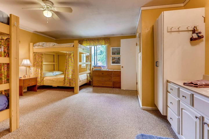 Inn the Clouds - Twin Lakes Room #2