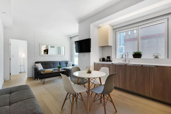 Bright & stylish 2BR in Manhattan