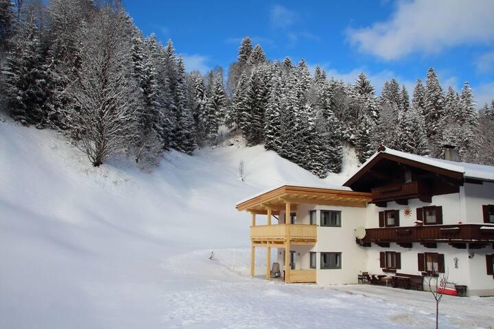 Pintoresca casa vacacional con terraza en Kirchberg