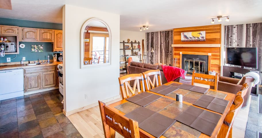 Cozy 2 BR w/ Spectacular View, Fireplace, Hot tubs