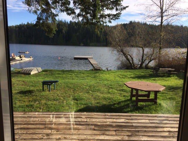 Amma's Lake House - Sooke - Srub