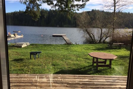 Amma's Lake House - Sooke