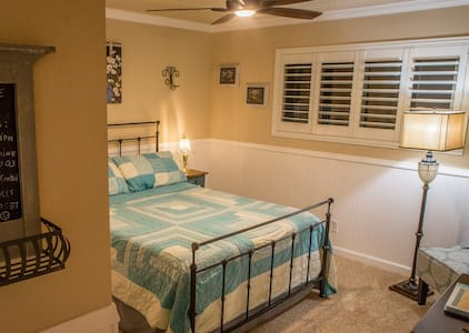Union Road Guesthouse Blue Room - Paso Robles - Bed & Breakfast