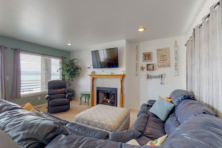 Lakeview townhouse w/shared pool, hot tub near Bear Lake!