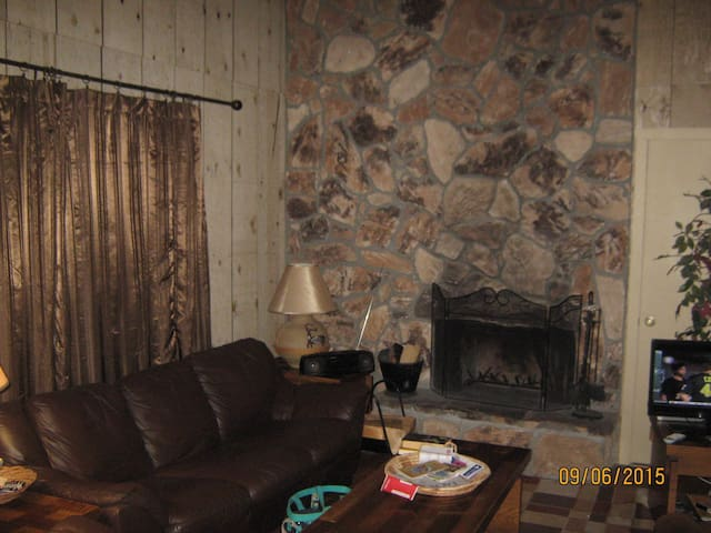 Condo  Walking Distance to Ski Area