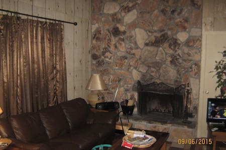 Condo  Walking Distance to Ski Area - Angel Fire