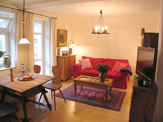 "Apartment ""Schwanstein"" in garden villa"