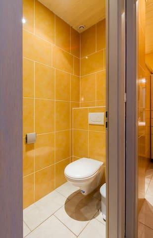 WC séparé N°2 (il y en a deux)