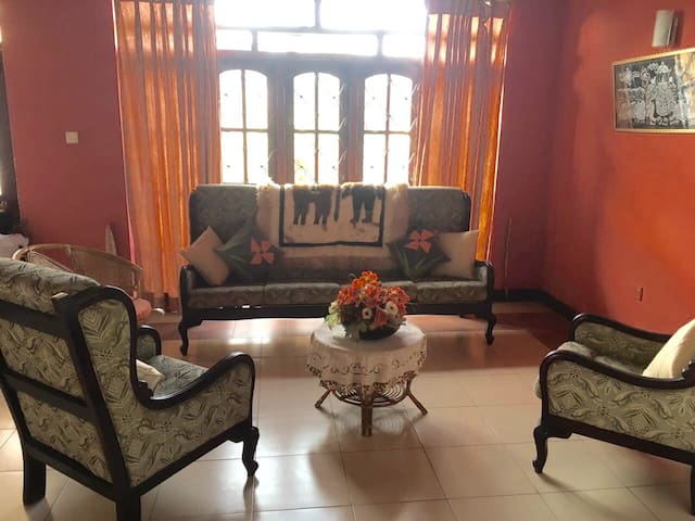 Beautiful 3 Bedroom Upstair Unit - Colombo - Apartment