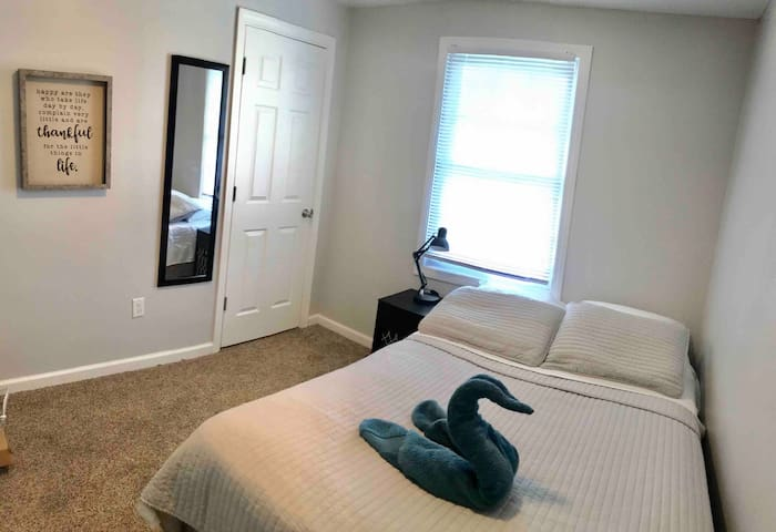 COMFY ROOM FOR RENT :)