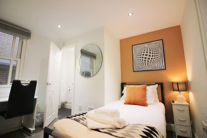Cambridge City Rooms  (Peymans) *TOP LOCATION*