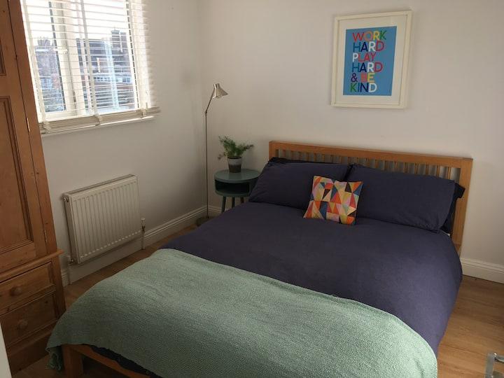 Cosy double bedroom & bathroom in quiet Hove house