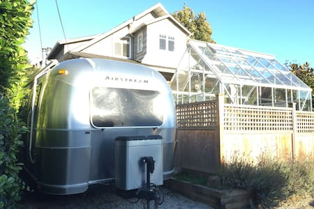 NEW! Airstream at Kits Beach + backyard hens - Vancouver