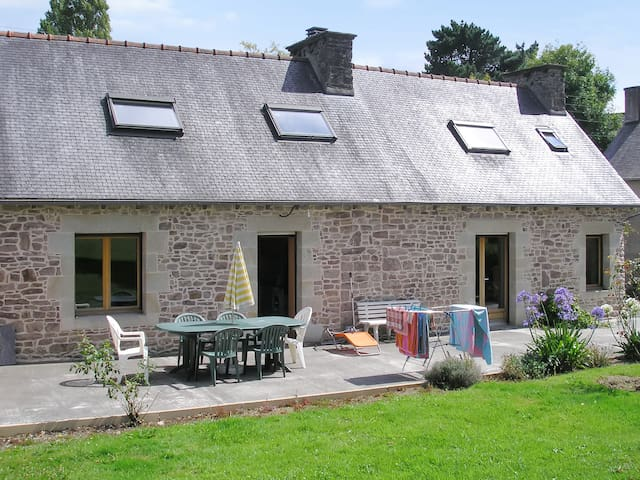 Beautiful stone house with garden - Plehedel - Hus