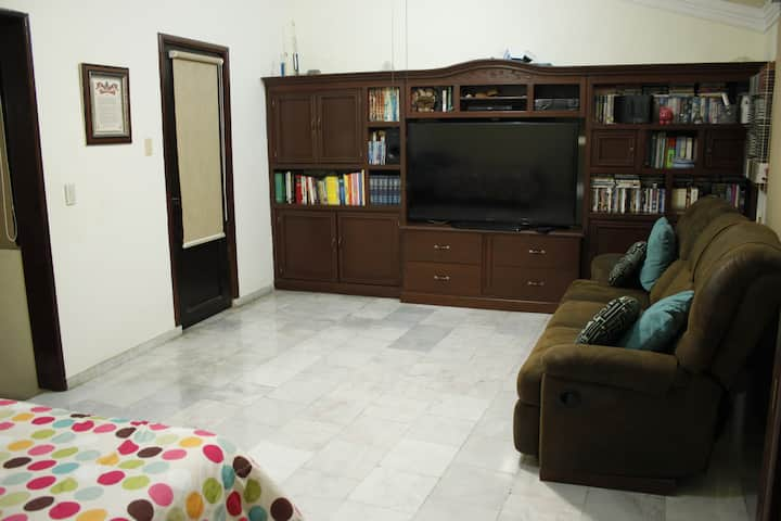 COMFORTABLE BEDROOM 5 MIN WALKING TO ZONA DORADA
