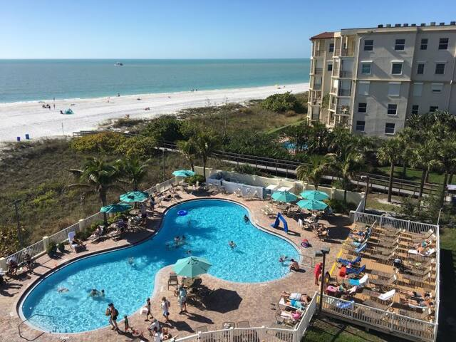 BEACH VACAY, FOUR x 2BR/2BAs SUITES FOR 24, POOL
