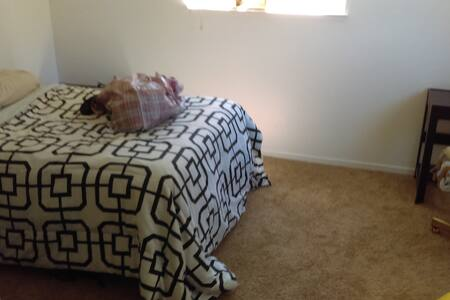 Your own pad 2 blocks from Main St! Sleeps a bunch - Grass Valley - Departamento