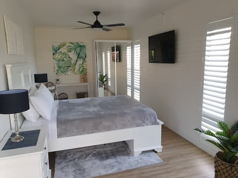 Palm View 1 bed unit Aircon Hervey Bay Central.