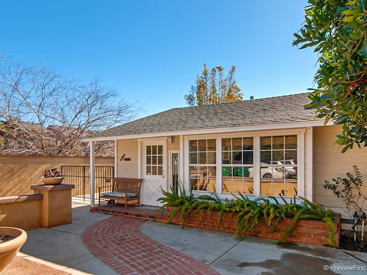 Beautiful Carlsbad Beach Home- Walk to Beach!