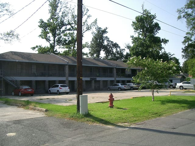 OakCrest Manor Apartments