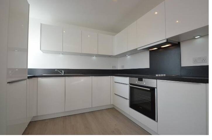 Modern App near tube station -35 mins to CenLondon - Ruislip - Apartamento
