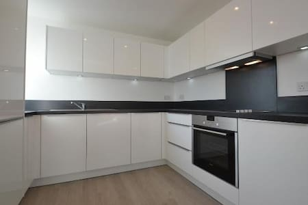 Modern App near tube station -35 mins to Lonon - Ruislip