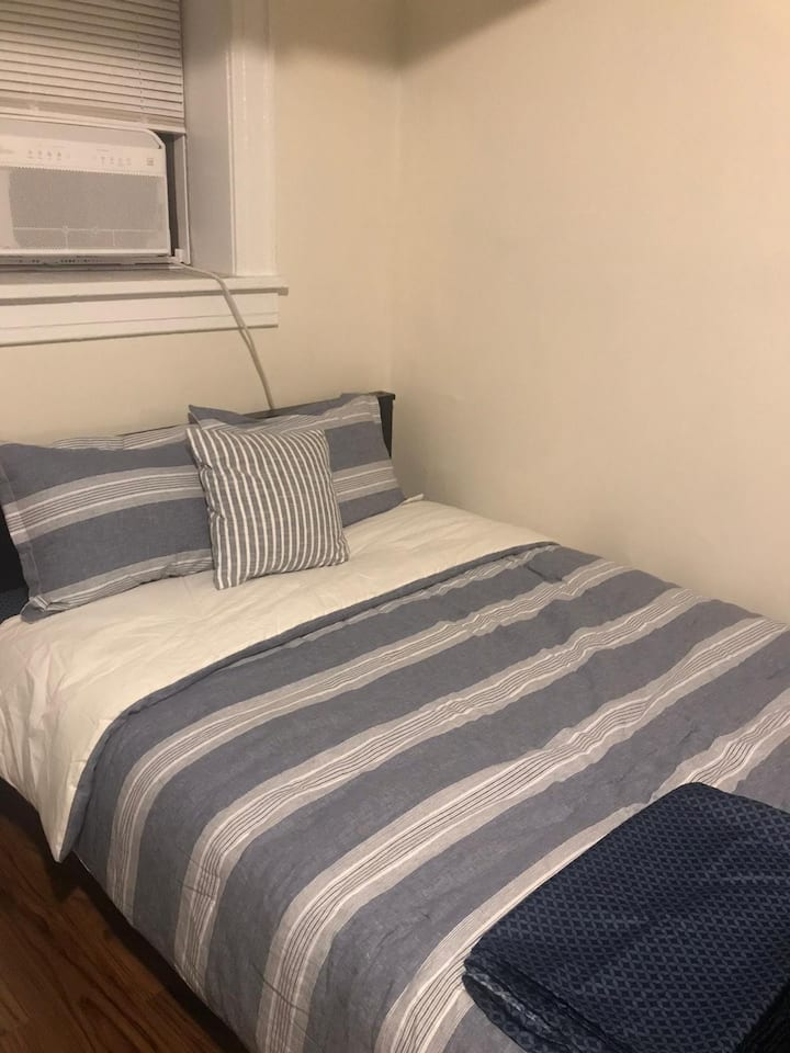 Shared room nr path to NYC, airport, JerseyGardens