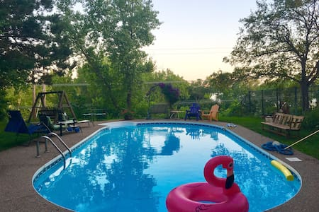 *SuperHost Guest Suite & POOL* 5min to Downtown!