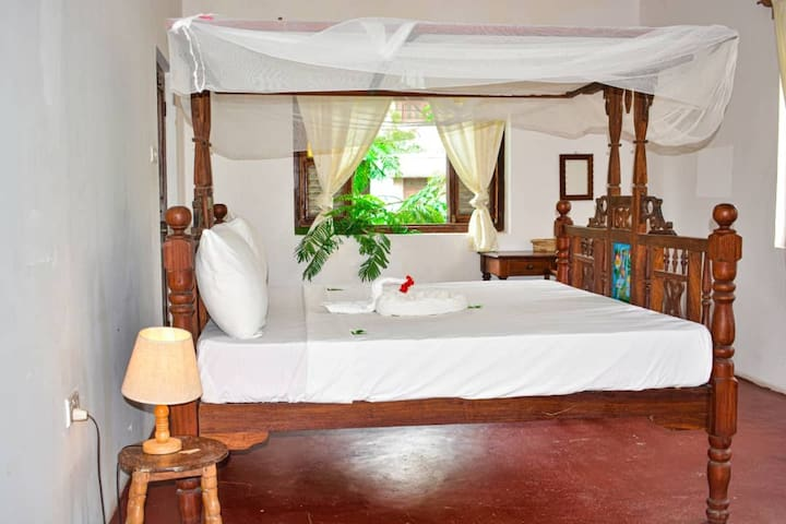 Private room with private bathroom situated at malindi road