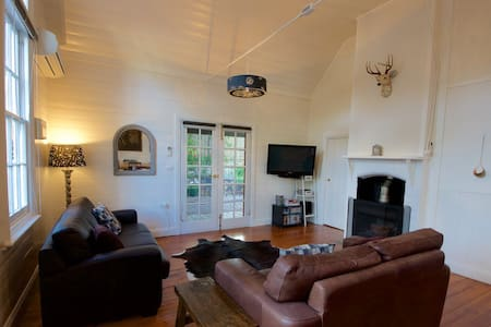 Historic Cottage VIEWS/PRIVACY/FIRE - Hepburn Springs - Huis