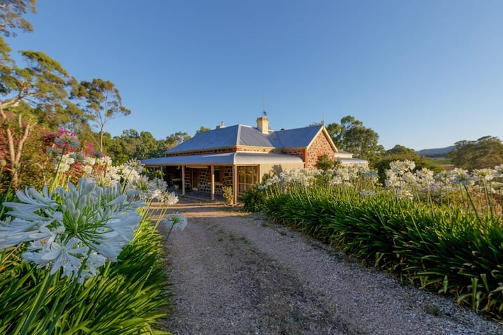 Red Gum Retreat  with wood fire & free wifi