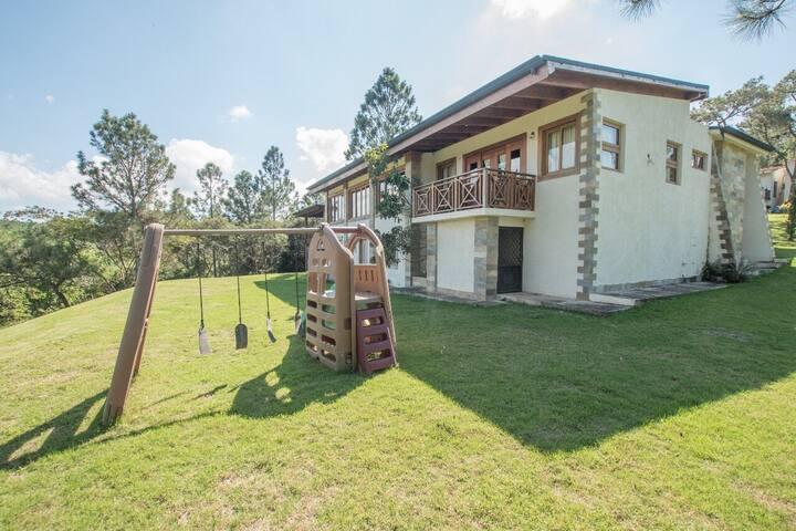 Villa Antomar #9, La Mansión