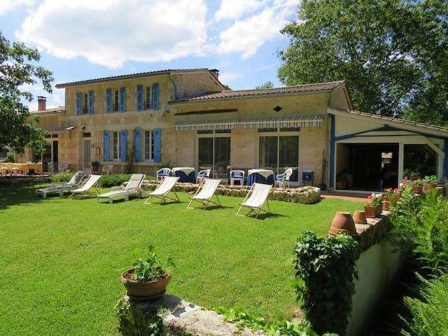 Gîte de Détente à 22 km de Bordeaux - Avensan - Villa