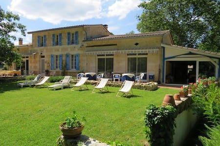 Gîte de Détente à 22 km de Bordeaux - Avensan - Huvila