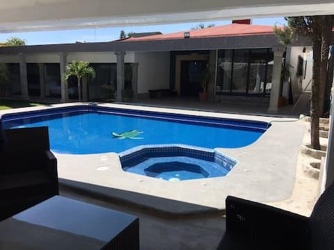 Casa Tortuga ,配有空調Alberca