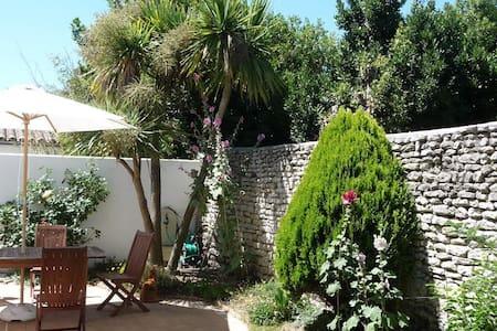 Jolie maison au calme centre village - Saint-Martin-de-Ré - House